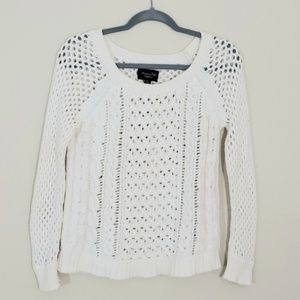 AEO  knit Sweater Sz M, Off white color